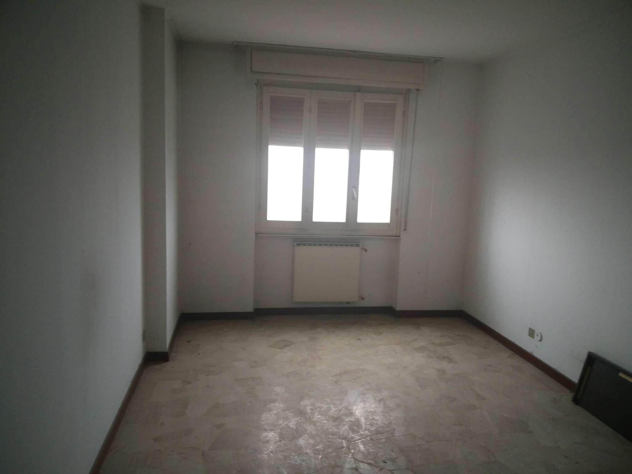 Appartamento in buone condizioni in affitto Rif. 8084705
