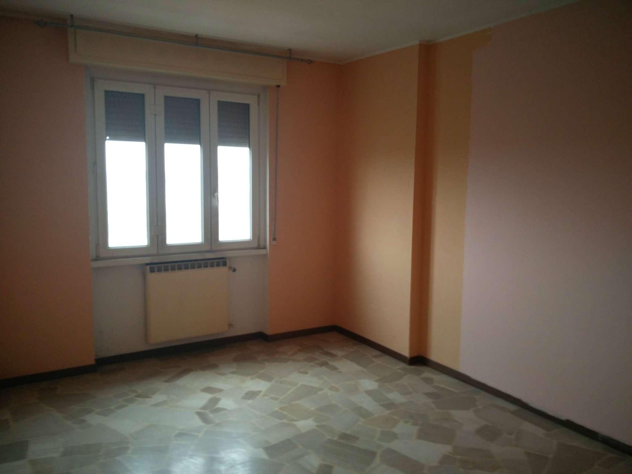 Appartamento in discrete condizioni in affitto Rif. 8156314