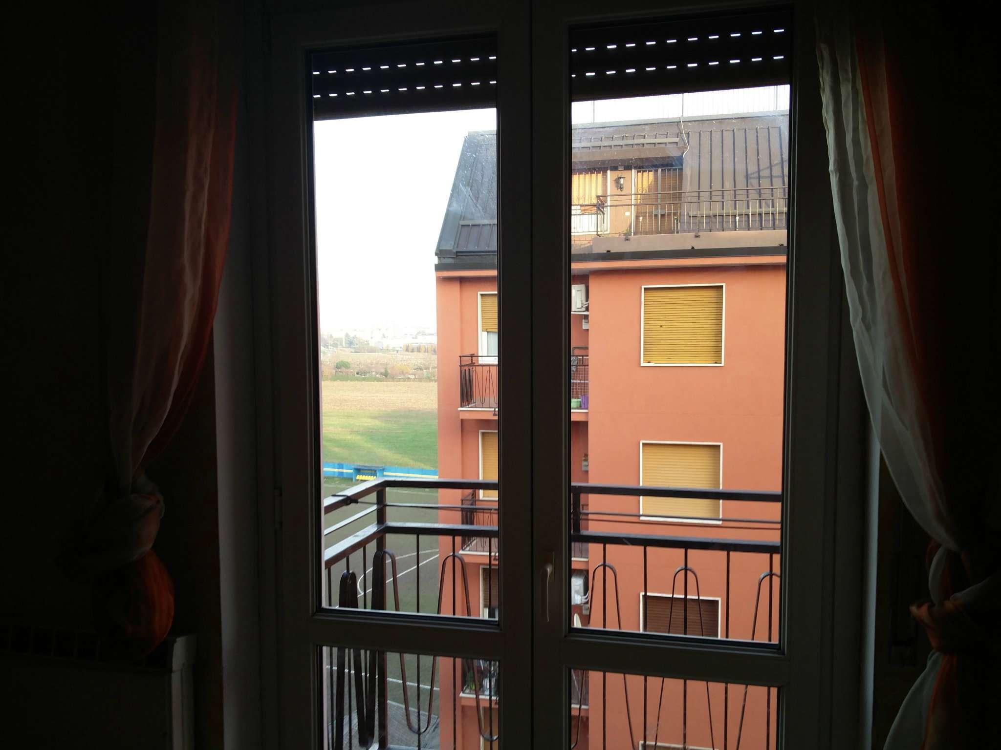 Appartamento in buone condizioni in affitto Rif. 8862297