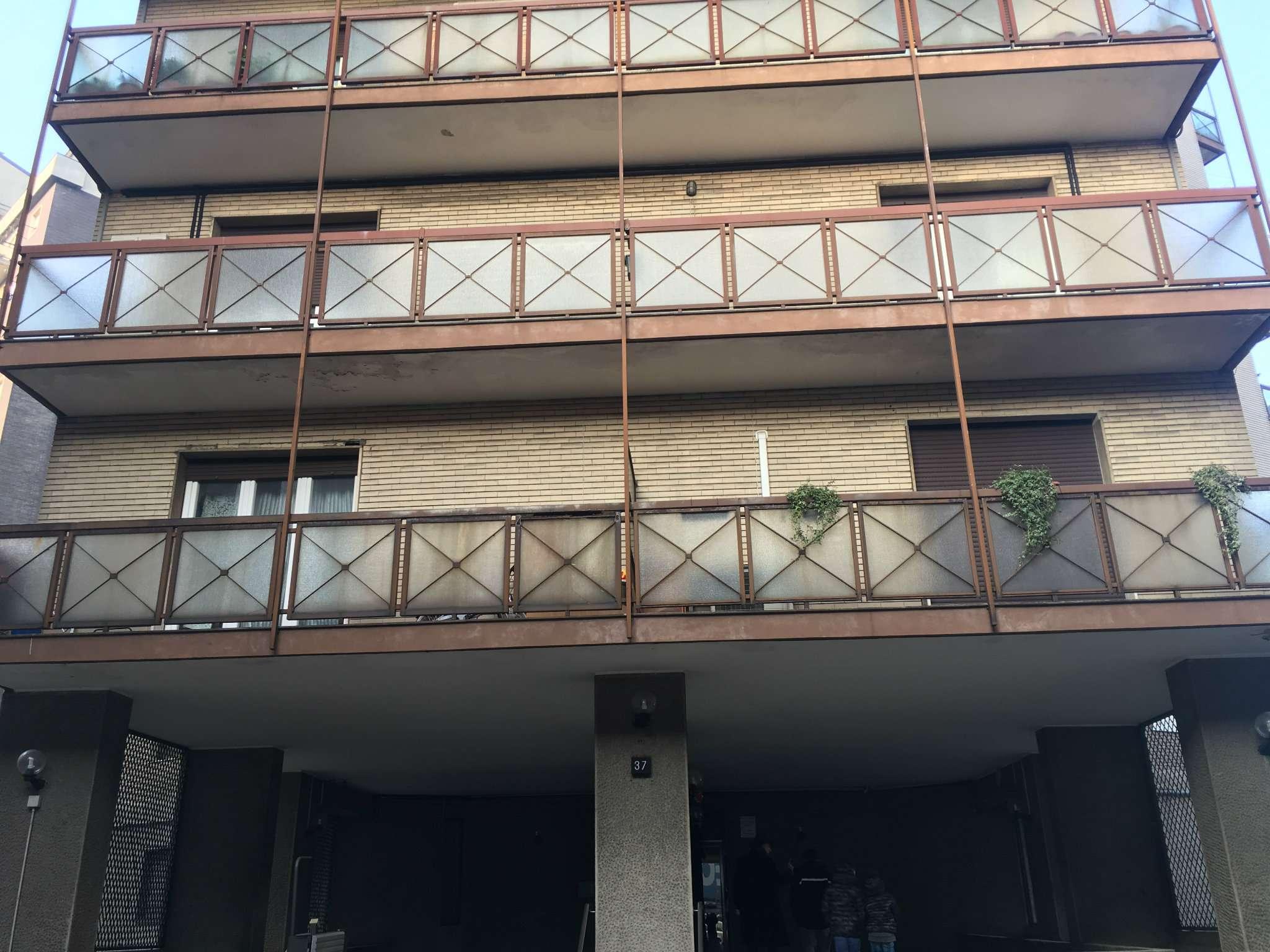 Appartamento in buone condizioni in vendita Rif. 8898078