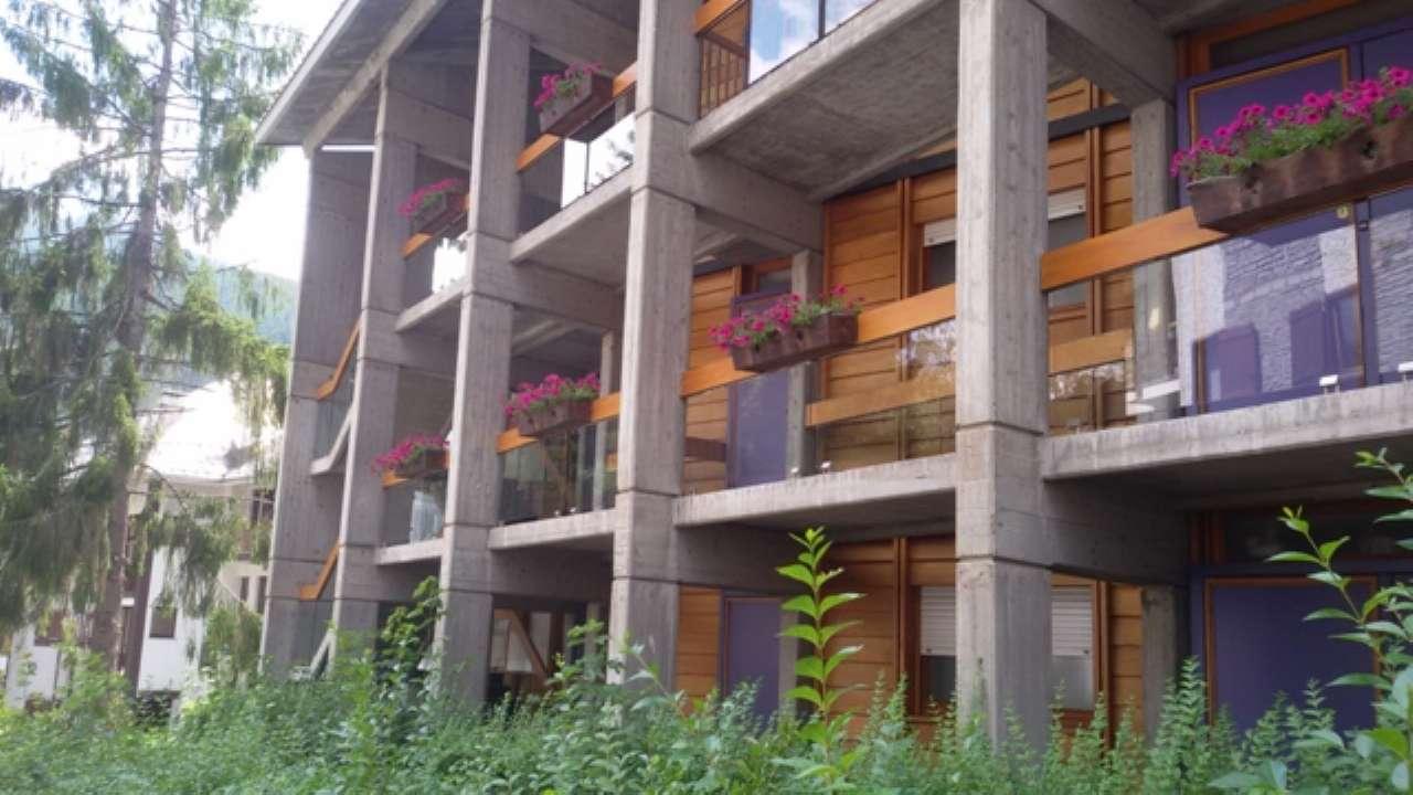Appartamento in buone condizioni in vendita Rif. 7600689