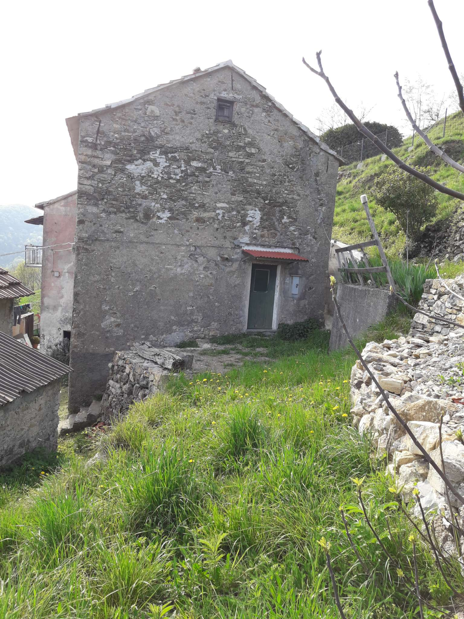 Foto 1 di Casa indipendente Montoggio