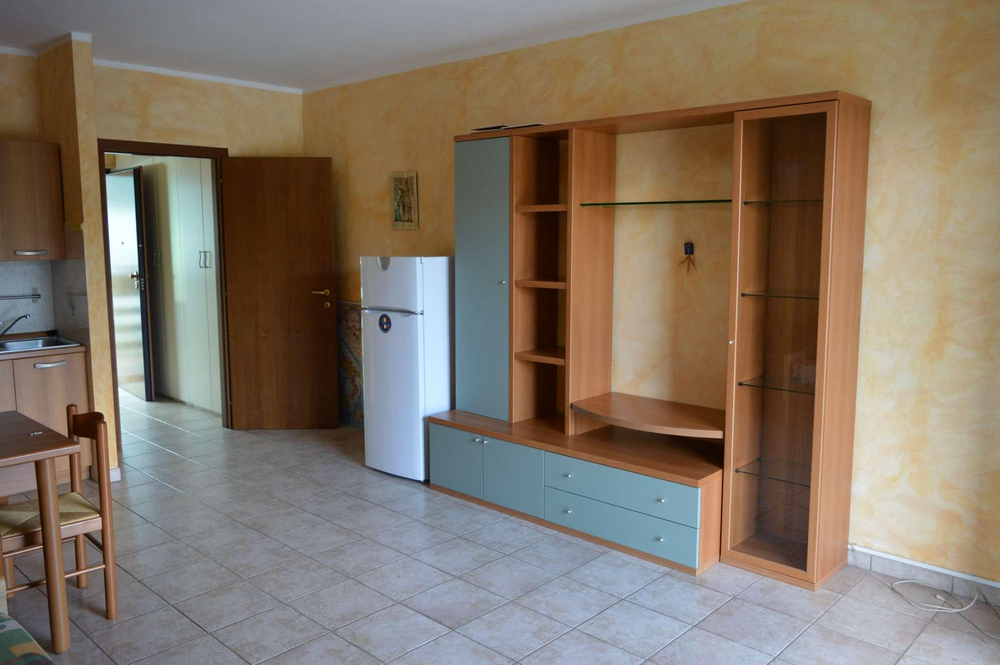 Appartamento in buone condizioni arredato in affitto Rif. 5641542