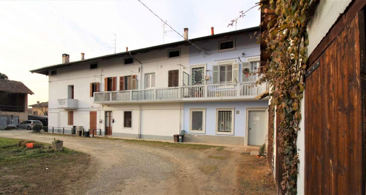 Appartamento in discrete condizioni in affitto Rif. 9108668