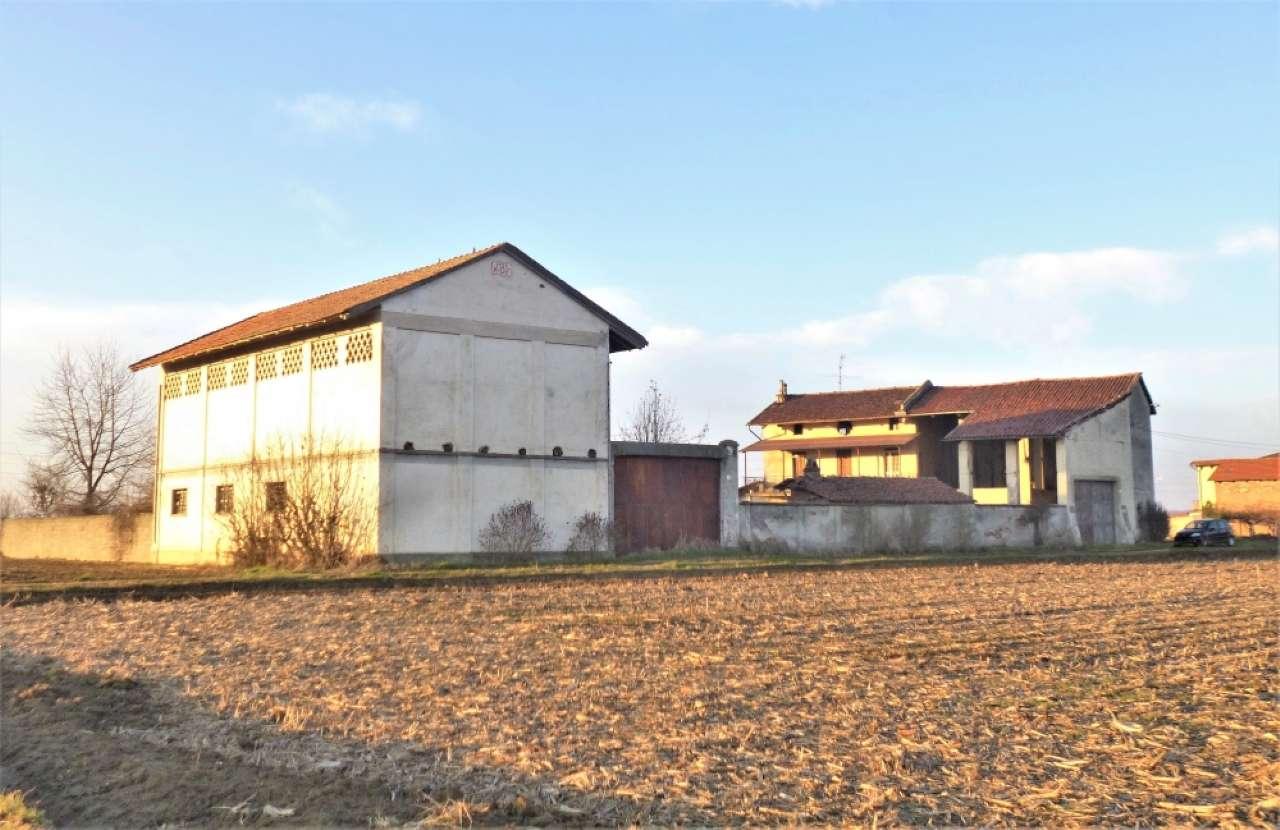 Rustico / Casale in vendita a Tronzano Vercellese, 5 locali, prezzo € 65.000 | CambioCasa.it