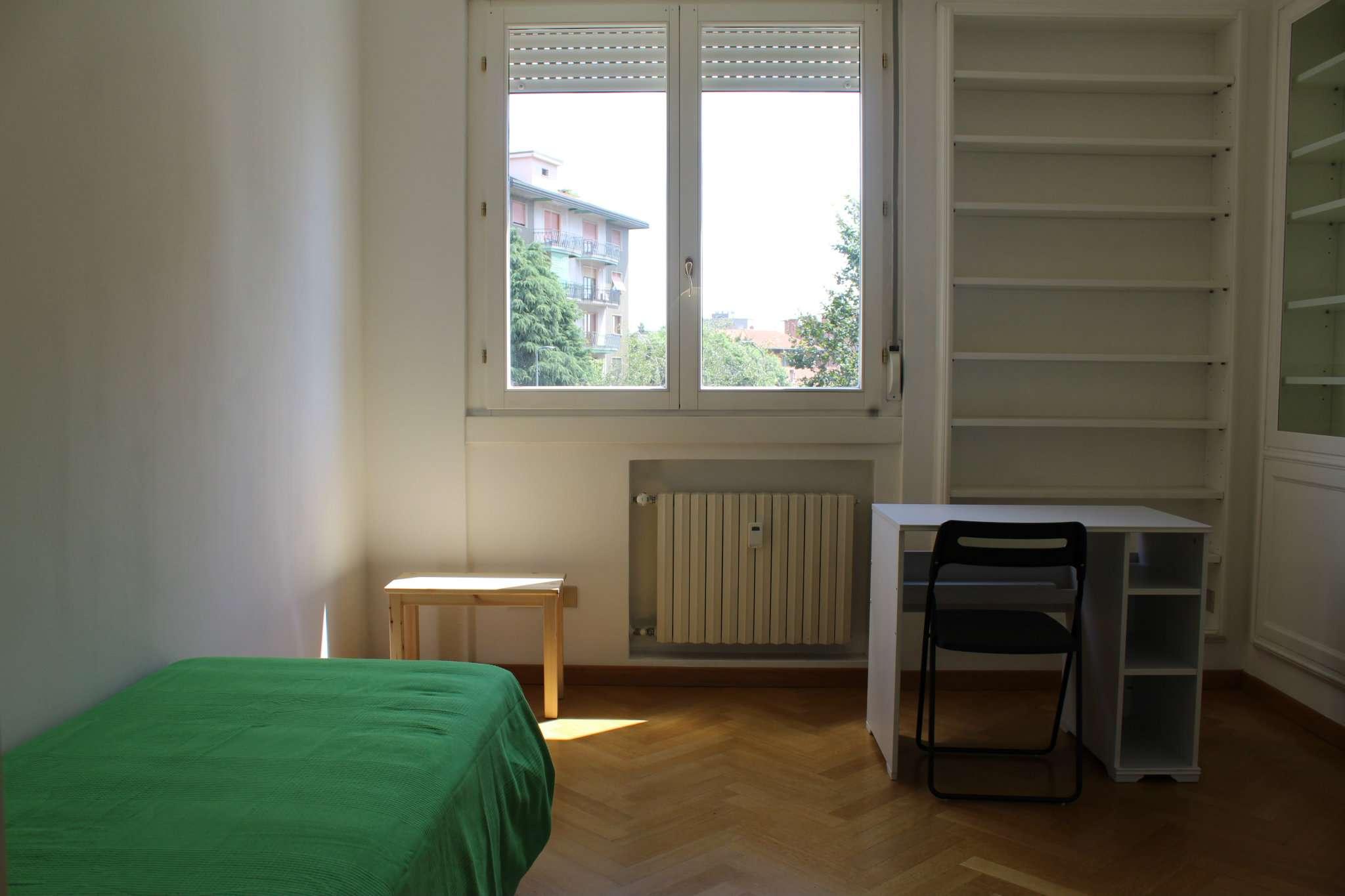 Stanza / posto letto ristrutturato arredato in affitto Rif. 7848180