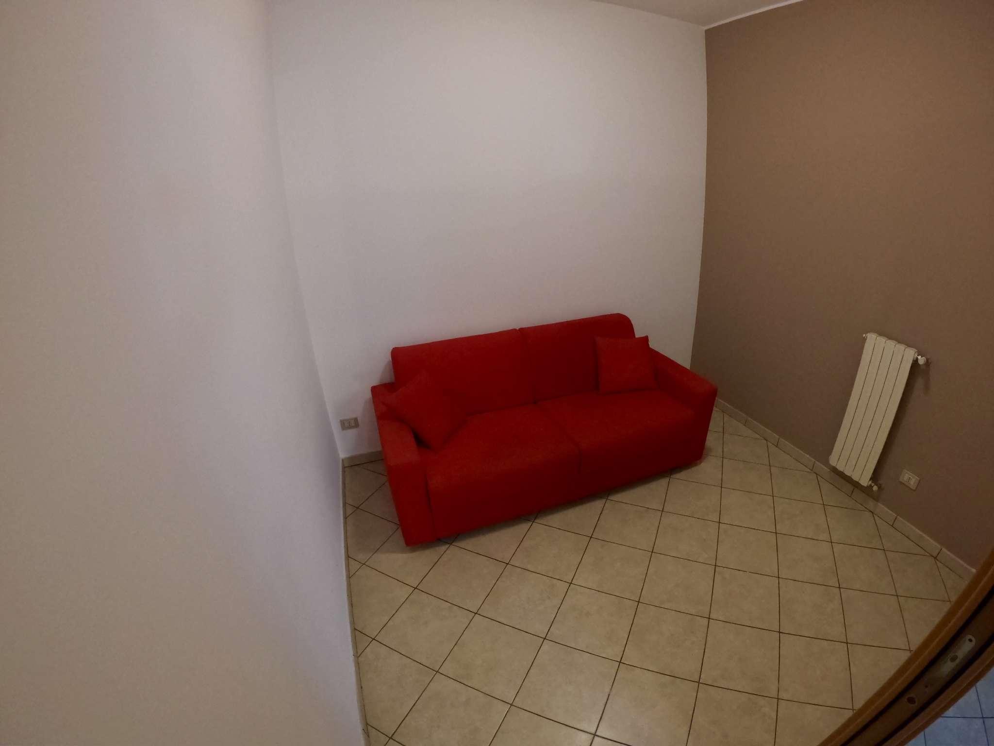 Stanza / posto letto ristrutturato arredato in affitto Rif. 8035347