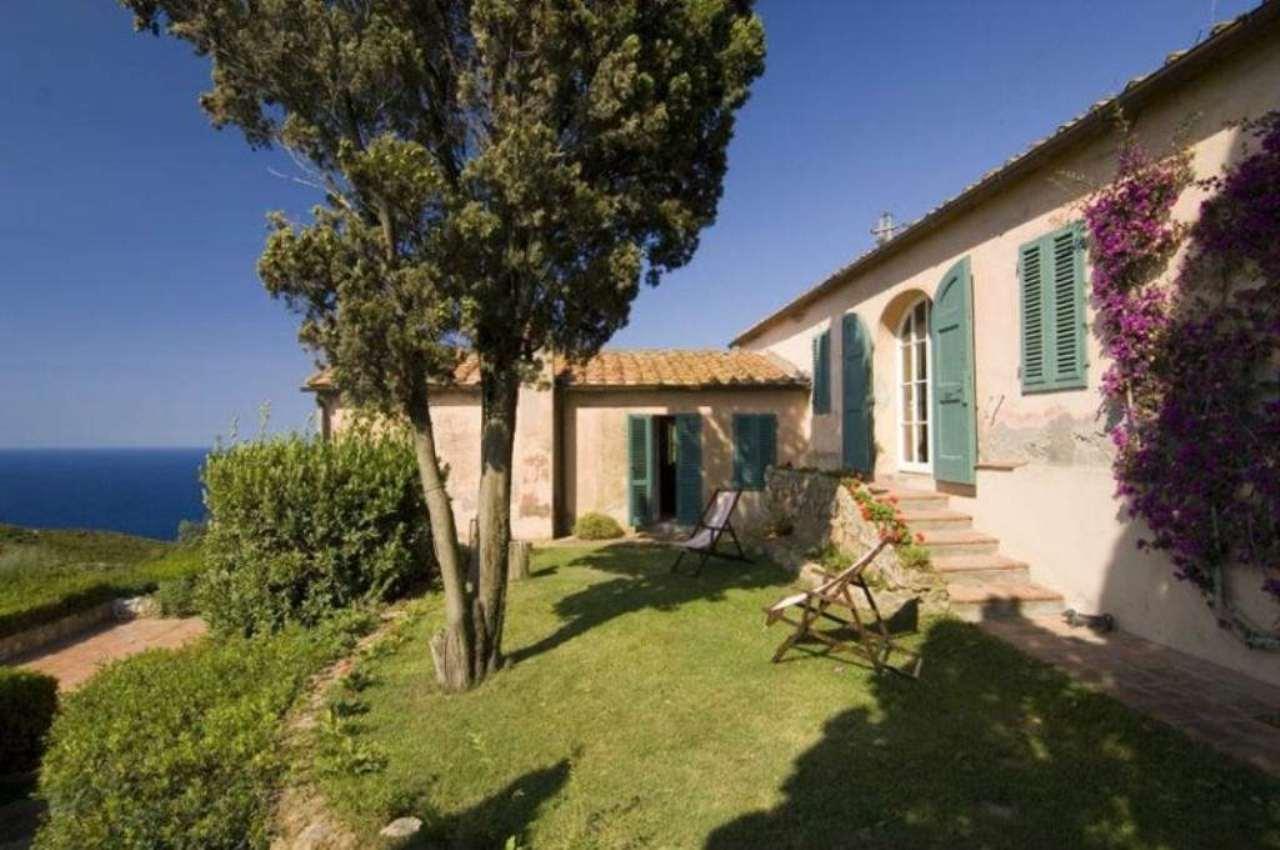 Rustico / Casale in buone condizioni in vendita Rif. 4938740