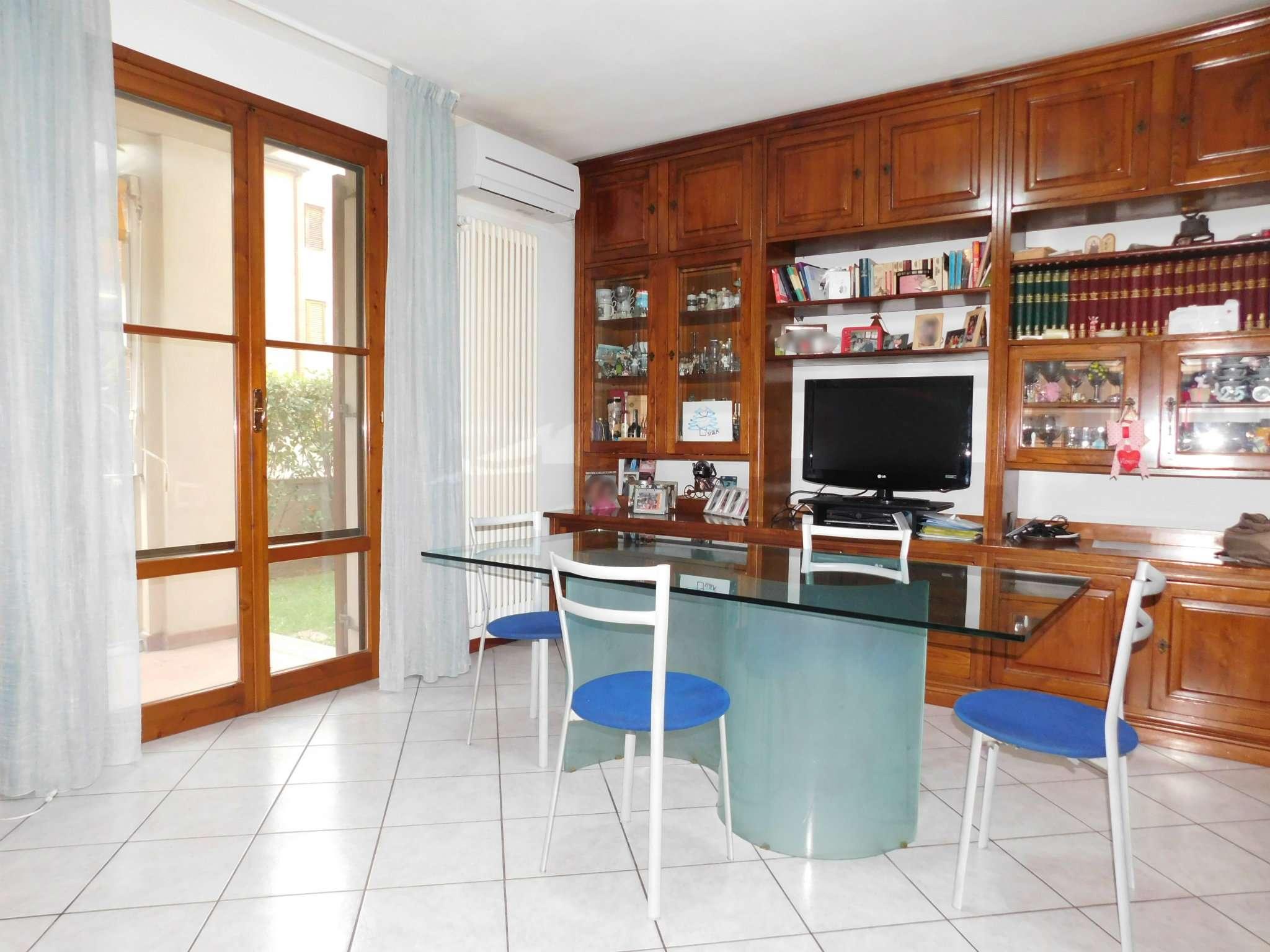 Appartamento in ottime condizioni parzialmente arredato in vendita Rif. 8270924