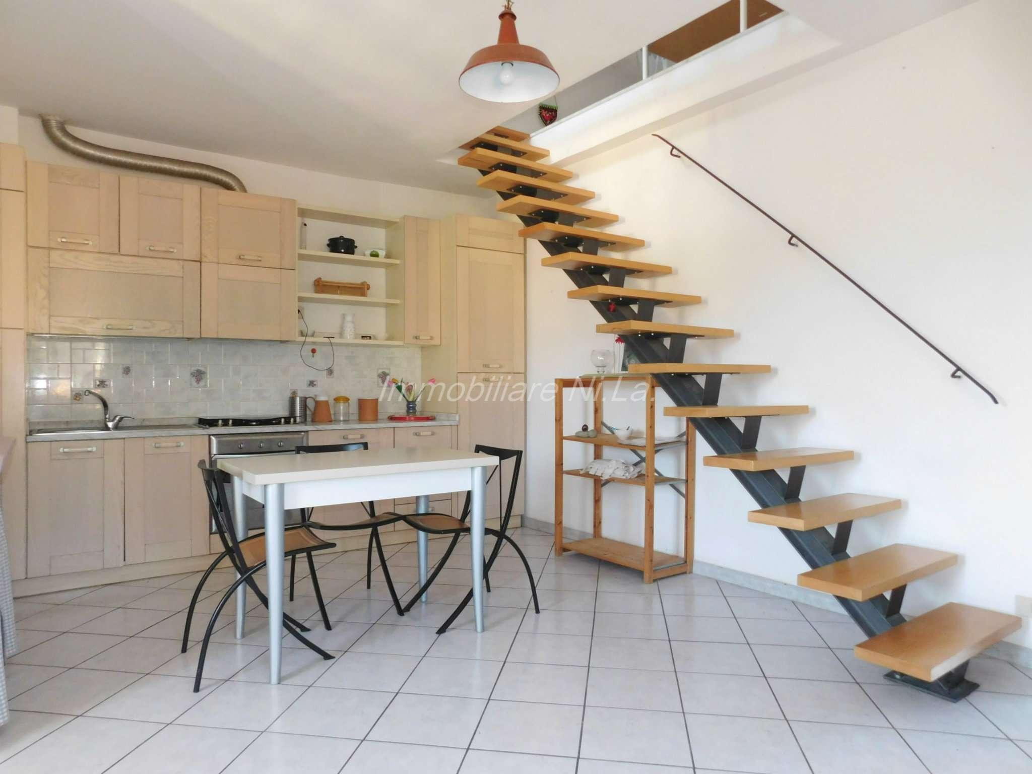 Appartamento in buone condizioni parzialmente arredato in vendita Rif. 8339912