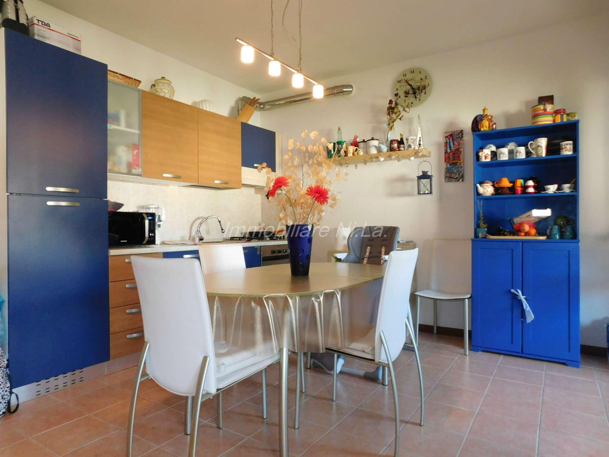 Appartamento in ottime condizioni parzialmente arredato in vendita Rif. 8911522