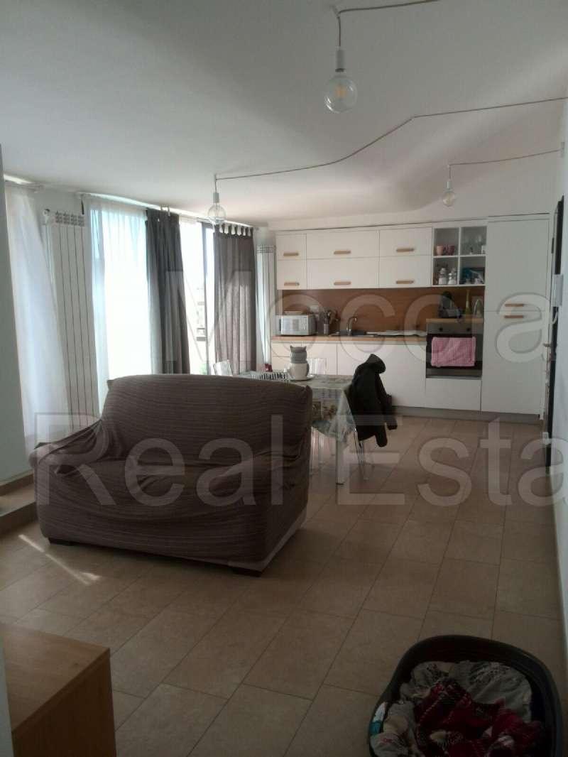 Appartamento ristrutturato arredato in affitto Rif. 8442770
