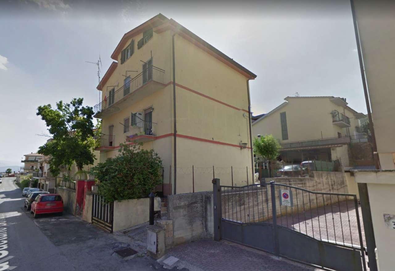 Appartamento in buone condizioni in vendita Rif. 6315035