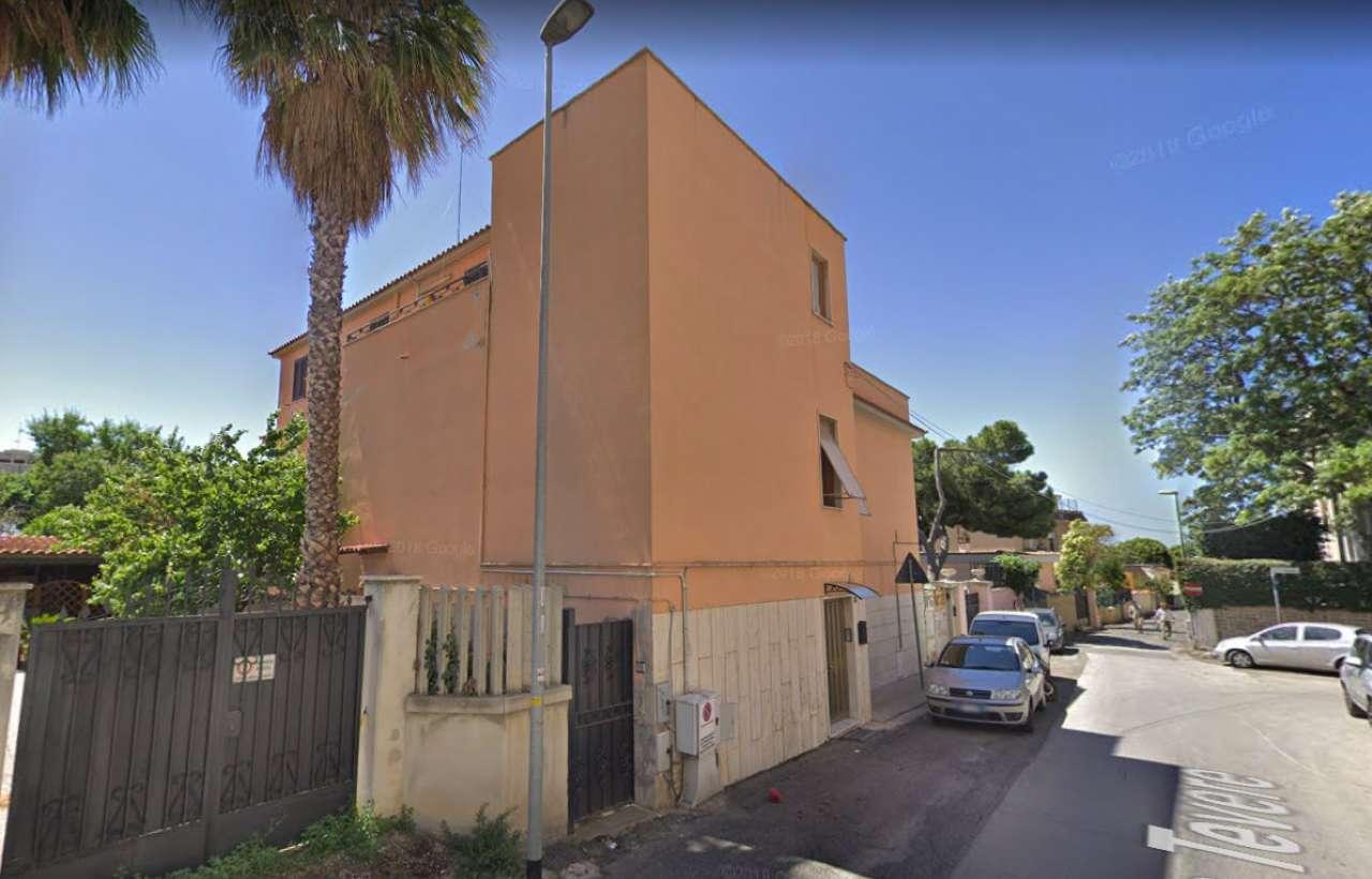 Appartamento in condizioni mediocri in vendita Rif. 8480631