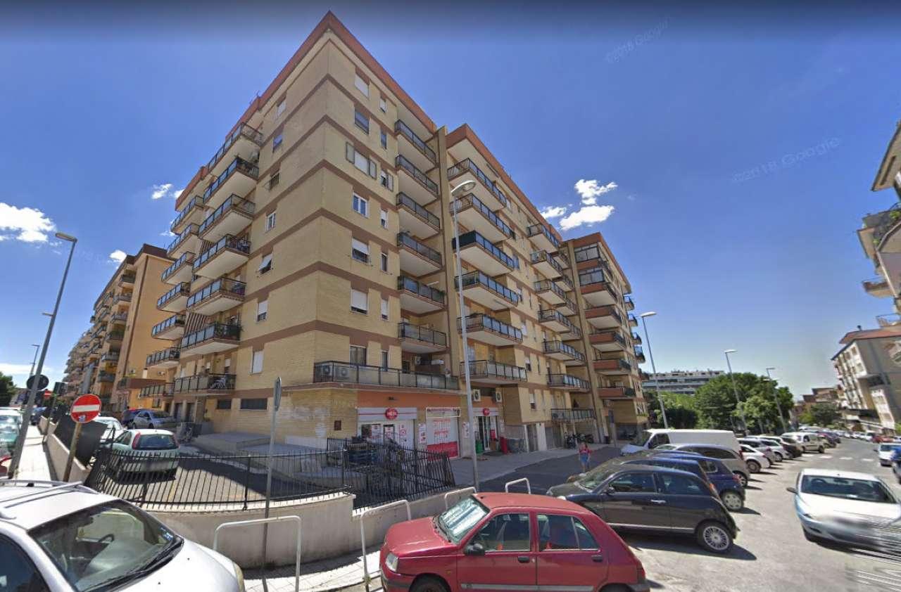 Appartamento in buone condizioni in vendita Rif. 8562543