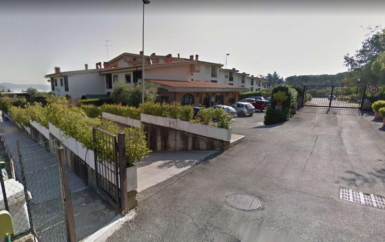 Appartamento in condizioni mediocri in vendita Rif. 8562544