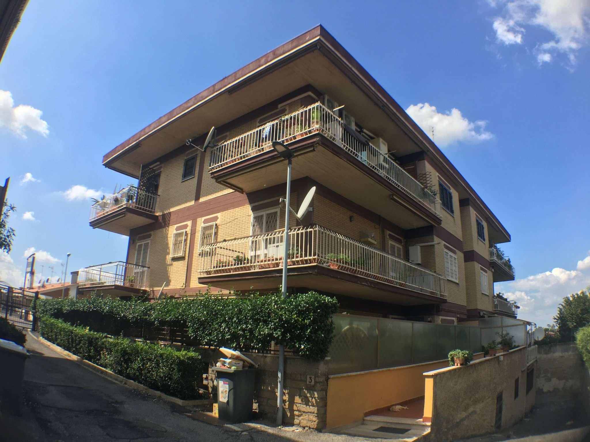 Appartamento in buone condizioni in vendita Rif. 7873073