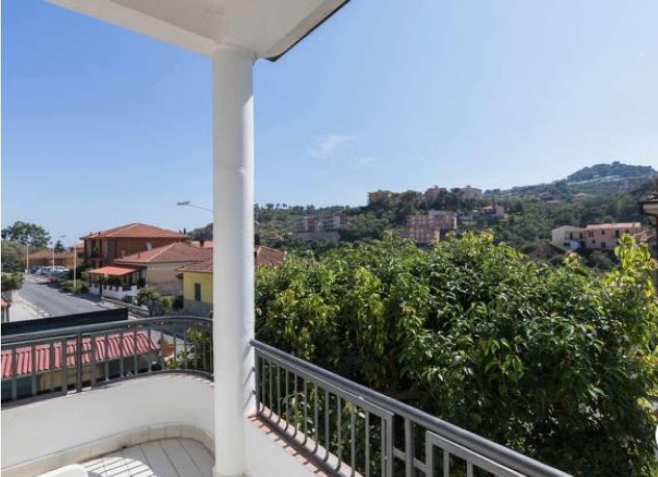 Appartamento in buone condizioni parzialmente arredato in vendita Rif. 8974904