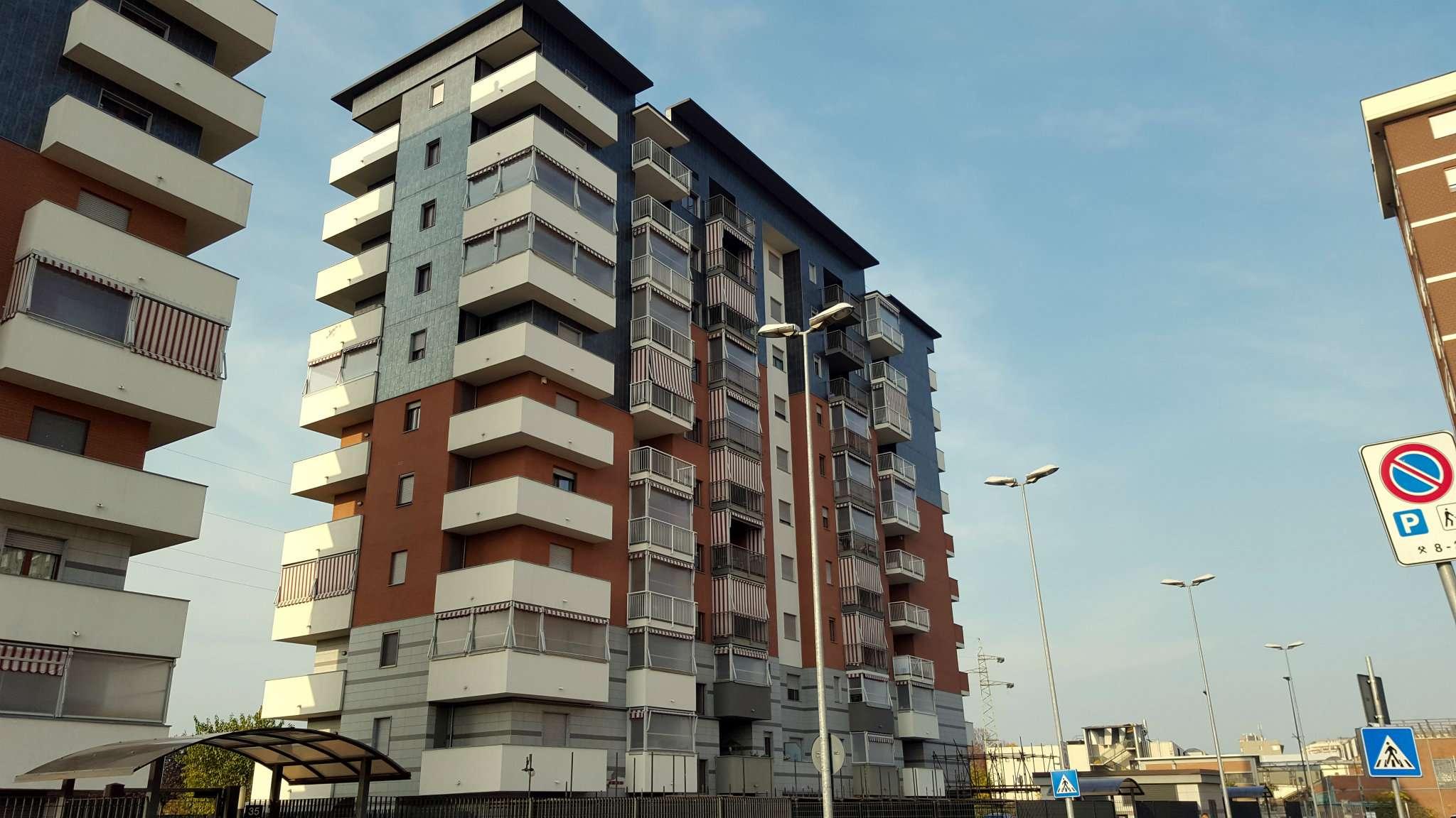 Immagine immobiliare Mirafiori - Strada del Portone, in vendita. In stabile di recente costruzione, appartamento al 6° piano composto da ingresso living su ampio soggiorno, cucina abitabile, 2 camere da letto, bagno, 2 ampi balconi coperti e cantina....