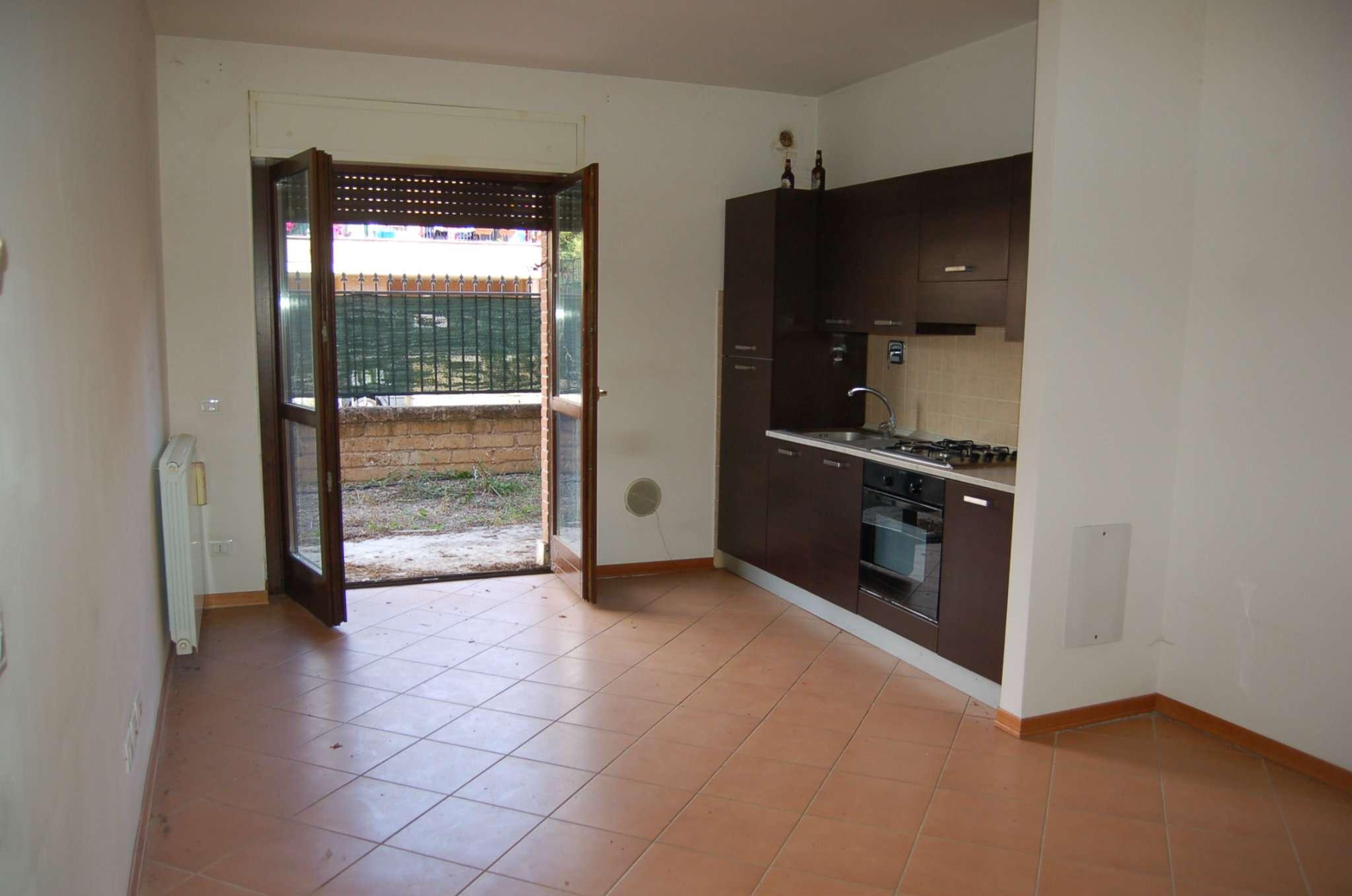 Appartamento in buone condizioni parzialmente arredato in affitto Rif. 7890988