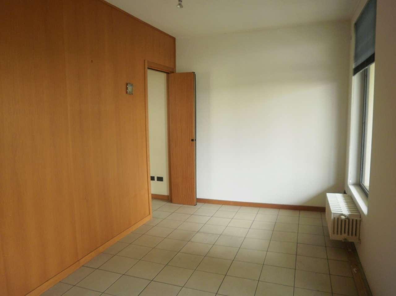 Ufficio / Studio in affitto a Cernusco sul Naviglio, 3 locali, prezzo € 850 | PortaleAgenzieImmobiliari.it