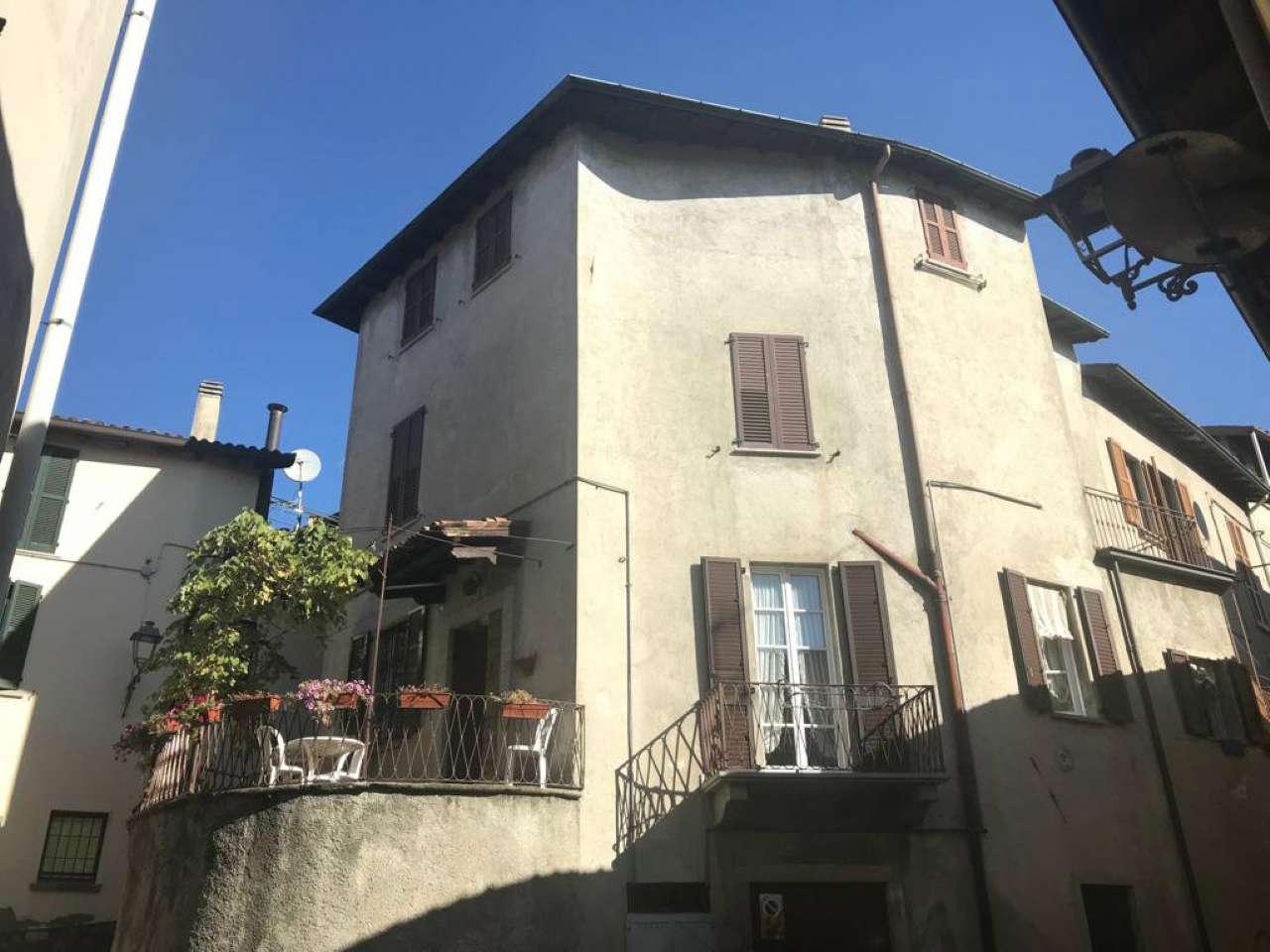 Appartamento in buone condizioni in vendita Rif. 8084932