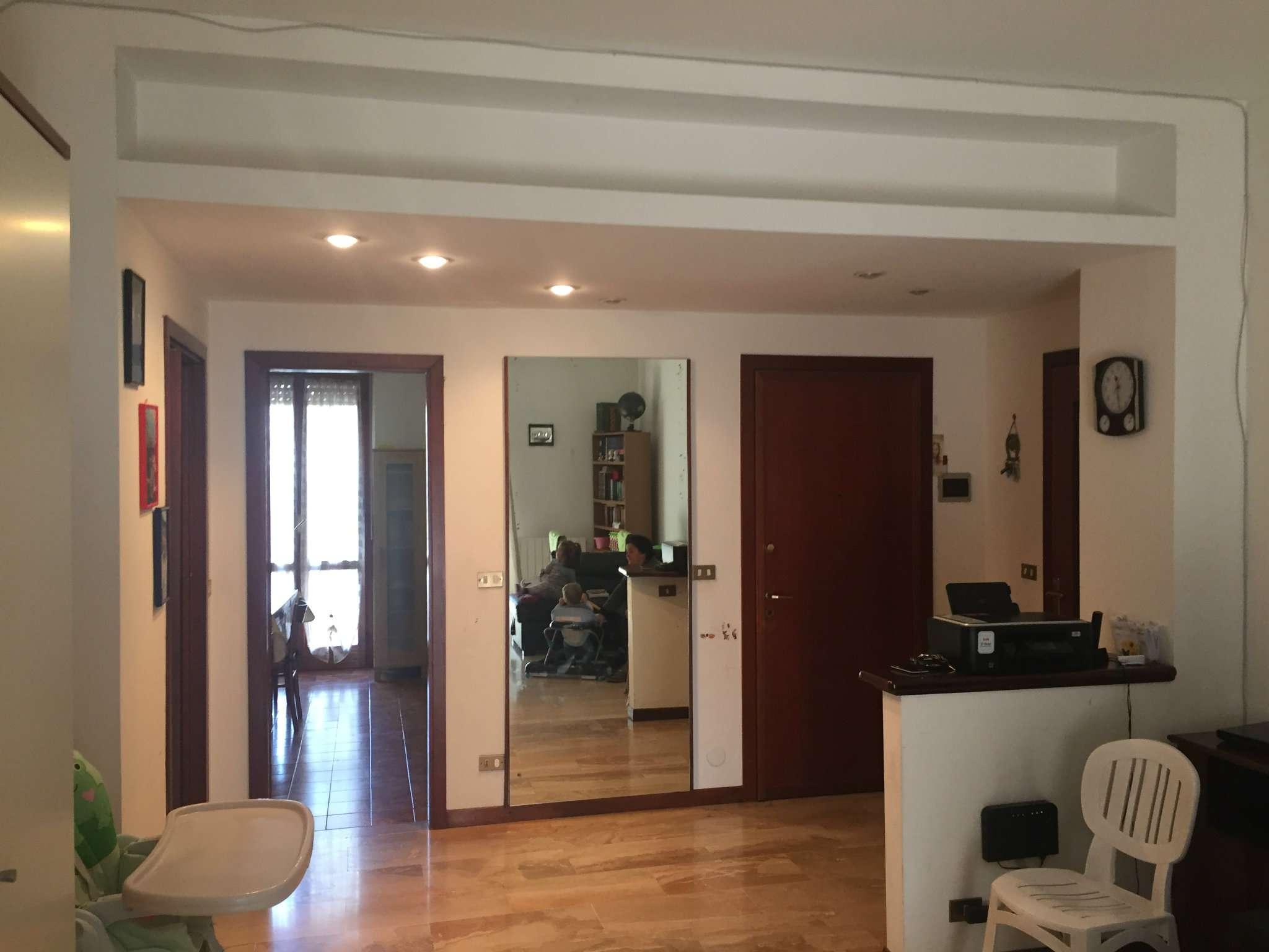 Appartamento in buone condizioni in vendita Rif. 7174141