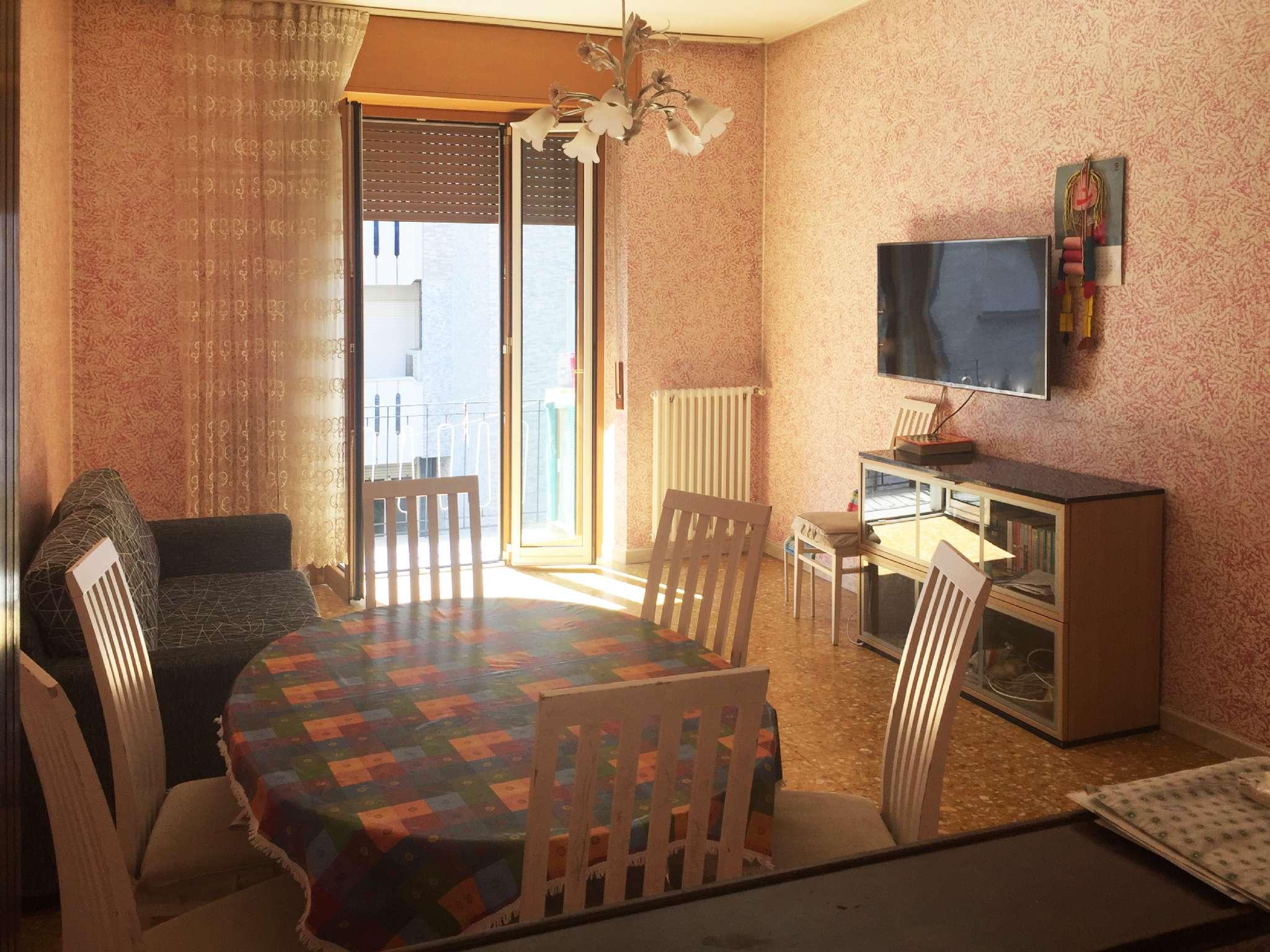 Appartamento in buone condizioni in vendita Rif. 7363108