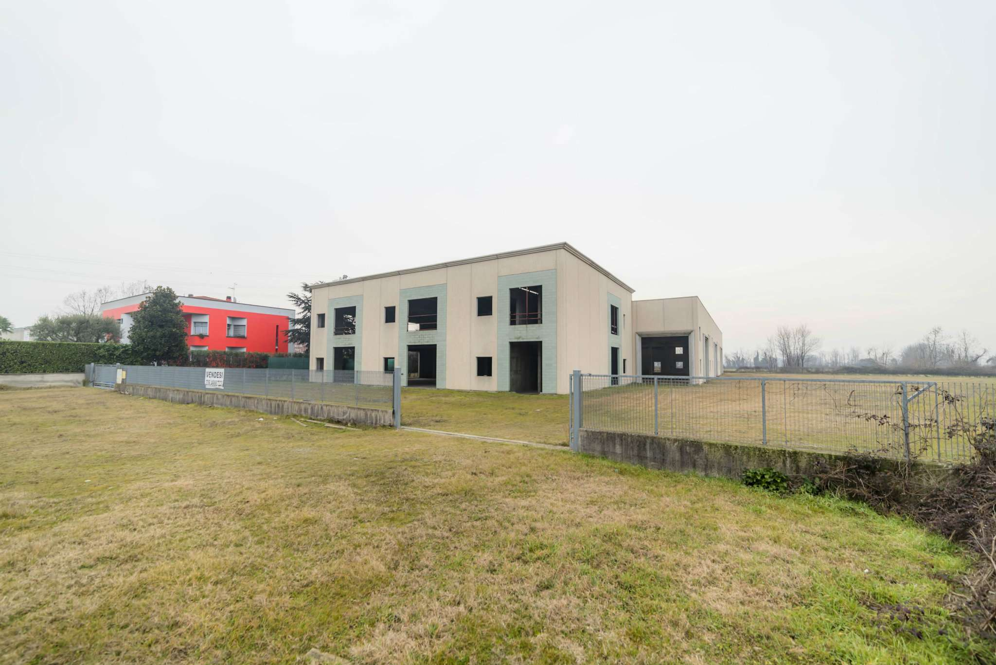 Capannone in vendita a Ciserano, 20 locali, Trattative riservate | CambioCasa.it
