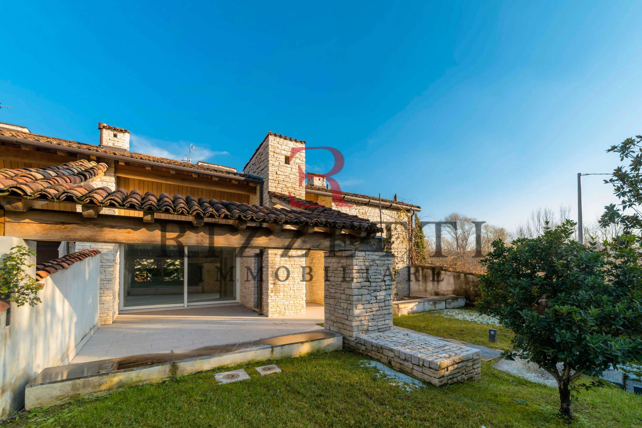 Villa bergamo vendita 400 mq cucina abitabile for Affitto villa bergamo