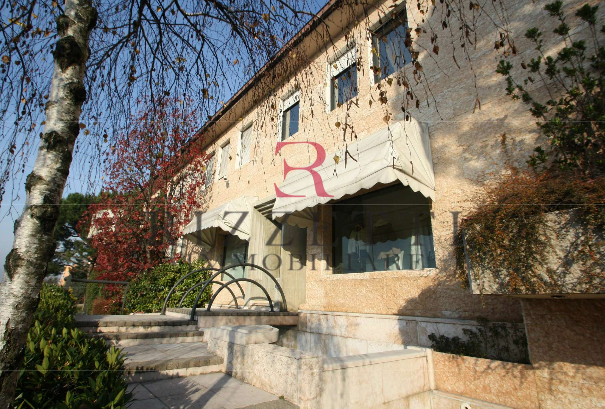 Villa Bifamiliare in Vendita a Curno