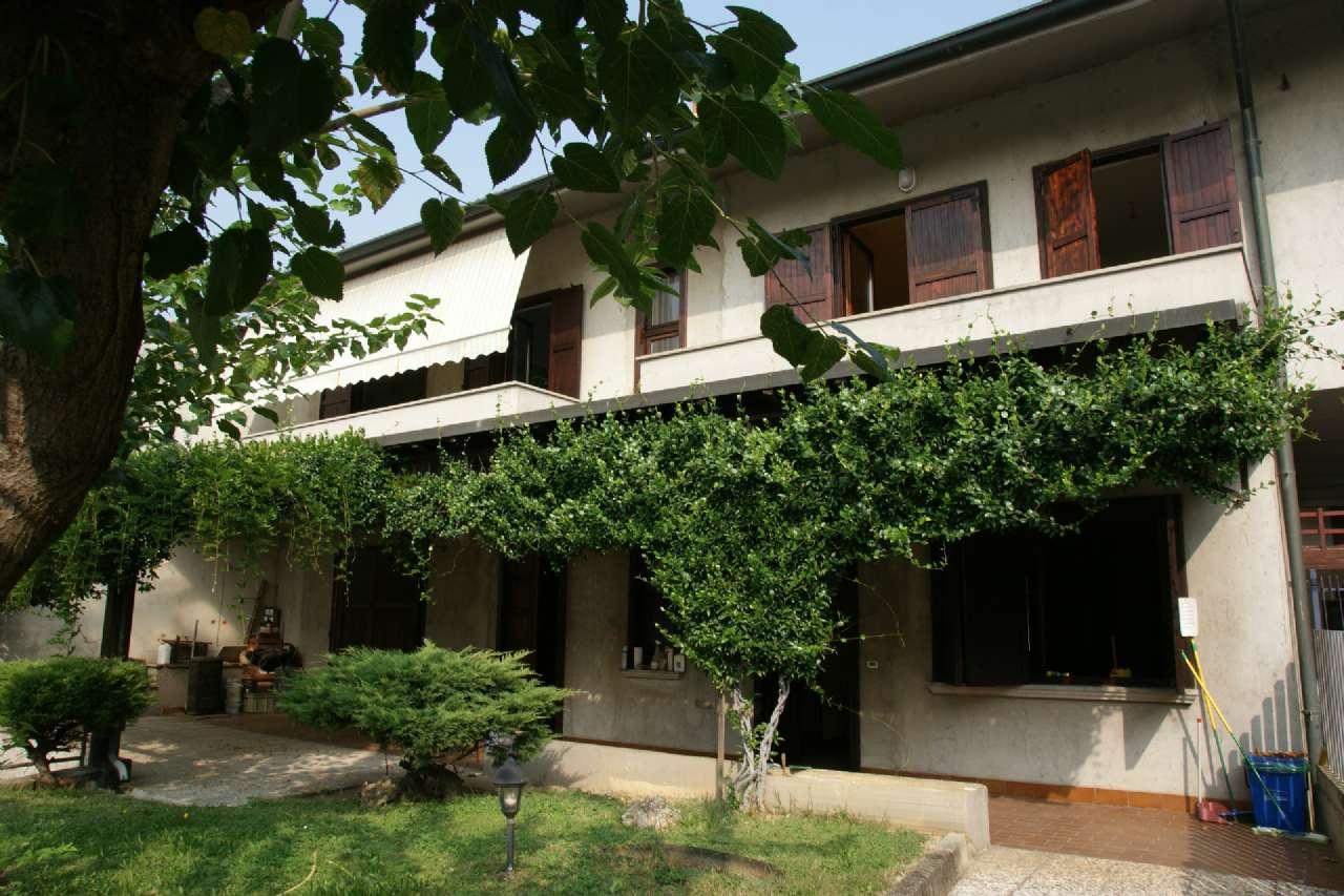 Villa Bifamiliare in vendita a Mornico al Serio, 7 locali, prezzo € 269.000 | CambioCasa.it