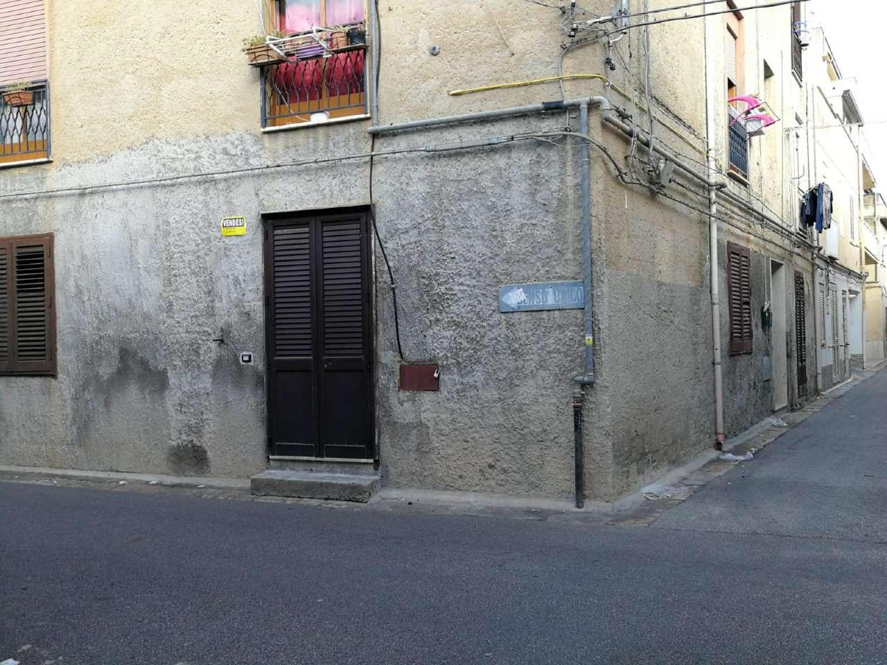 Appartamento in condizioni mediocri in vendita Rif. 9306457