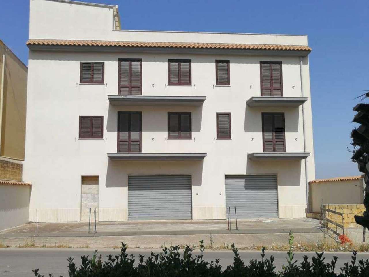 Soluzione Indipendente in vendita a Castelvetrano, 14 locali, prezzo € 350.000   CambioCasa.it