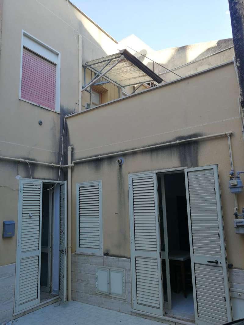 Soluzione Indipendente in vendita a Castelvetrano, 8 locali, prezzo € 55.000   CambioCasa.it