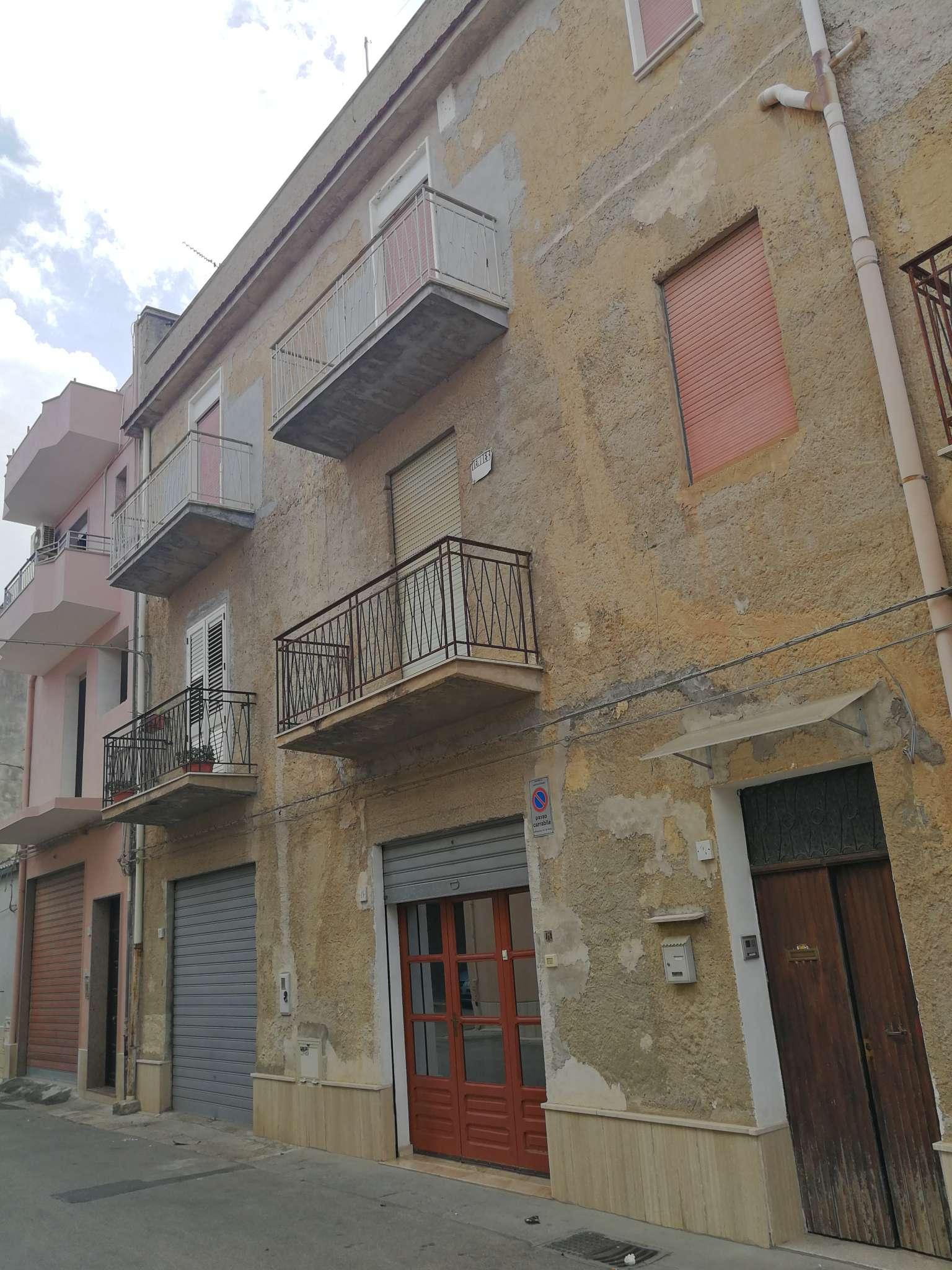 Appartamento in vendita a Castelvetrano, 8 locali, prezzo € 59.000 | PortaleAgenzieImmobiliari.it