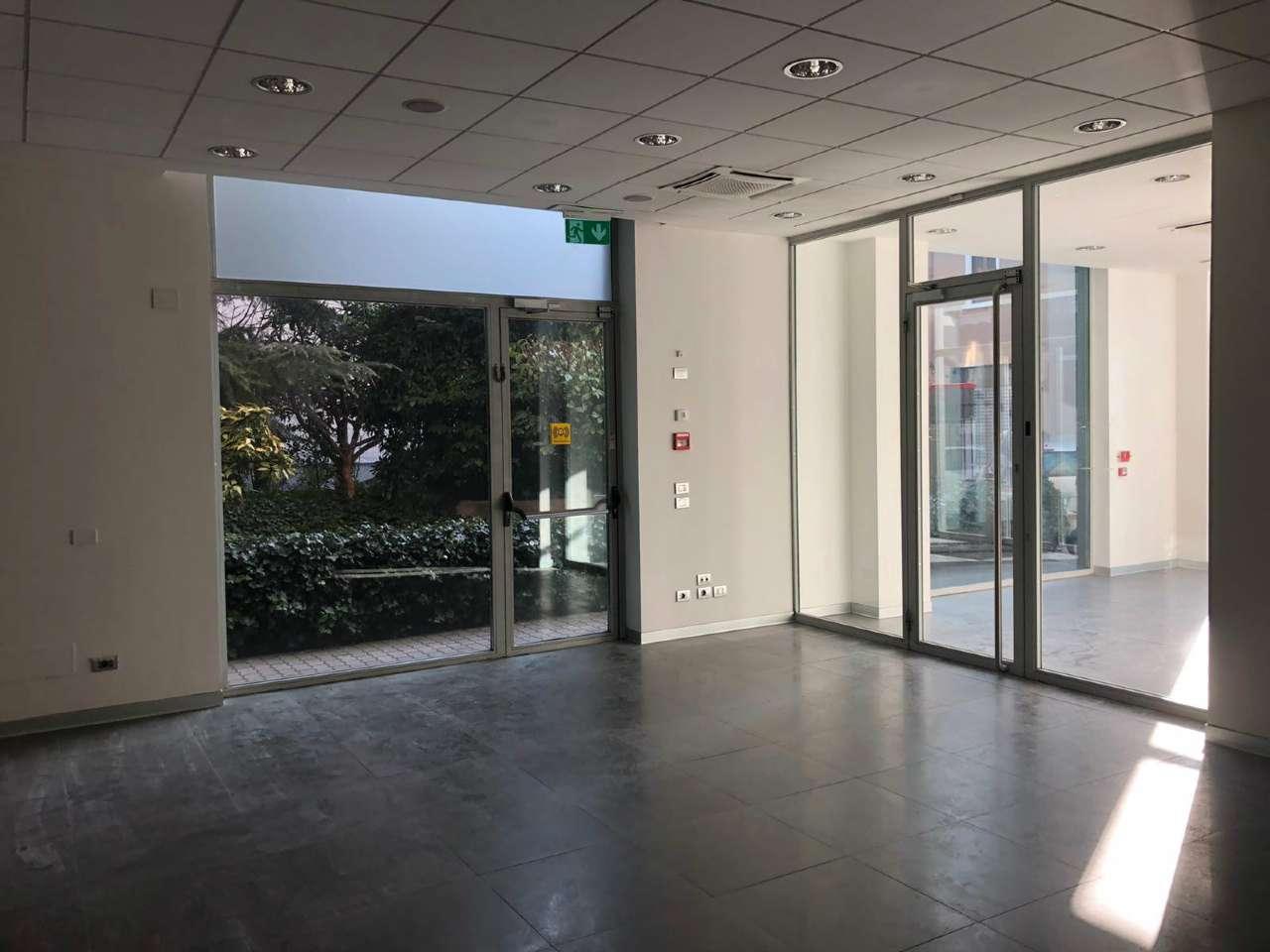 Negozio / Locale in affitto a Cormano, 4 locali, prezzo € 3.000   PortaleAgenzieImmobiliari.it