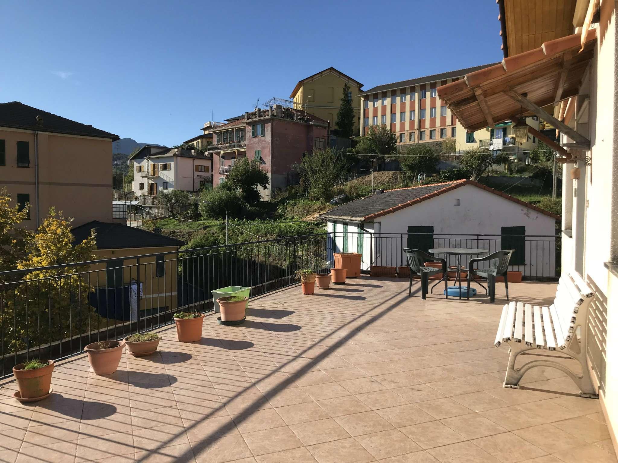 Appartamento in buone condizioni parzialmente arredato in vendita Rif. 8214608