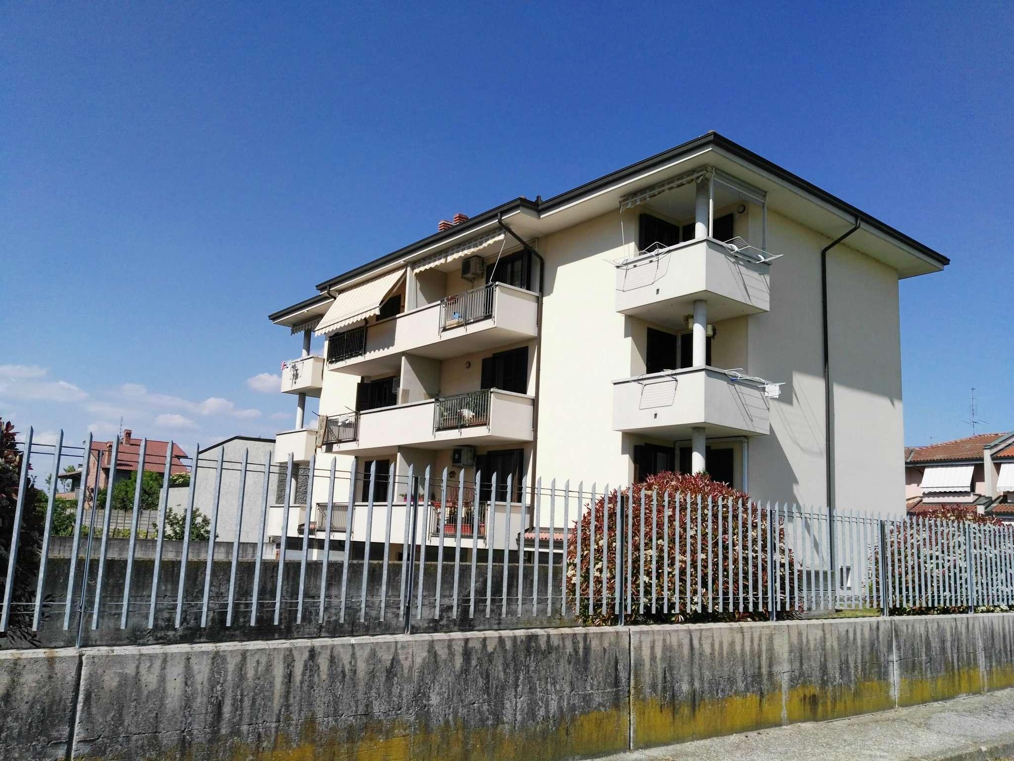Trecate zona residenziale, splendido appartamento mono/bilo completamente arredato con box e cantina