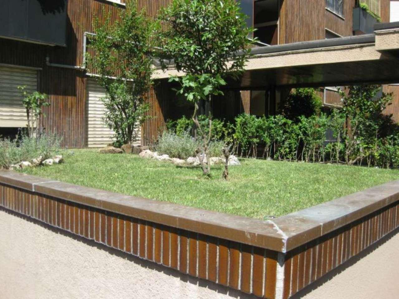 Milano zona semi centrale, ampio locale commerciale di 370 mq ad uso ufficio. Rif. 8704159