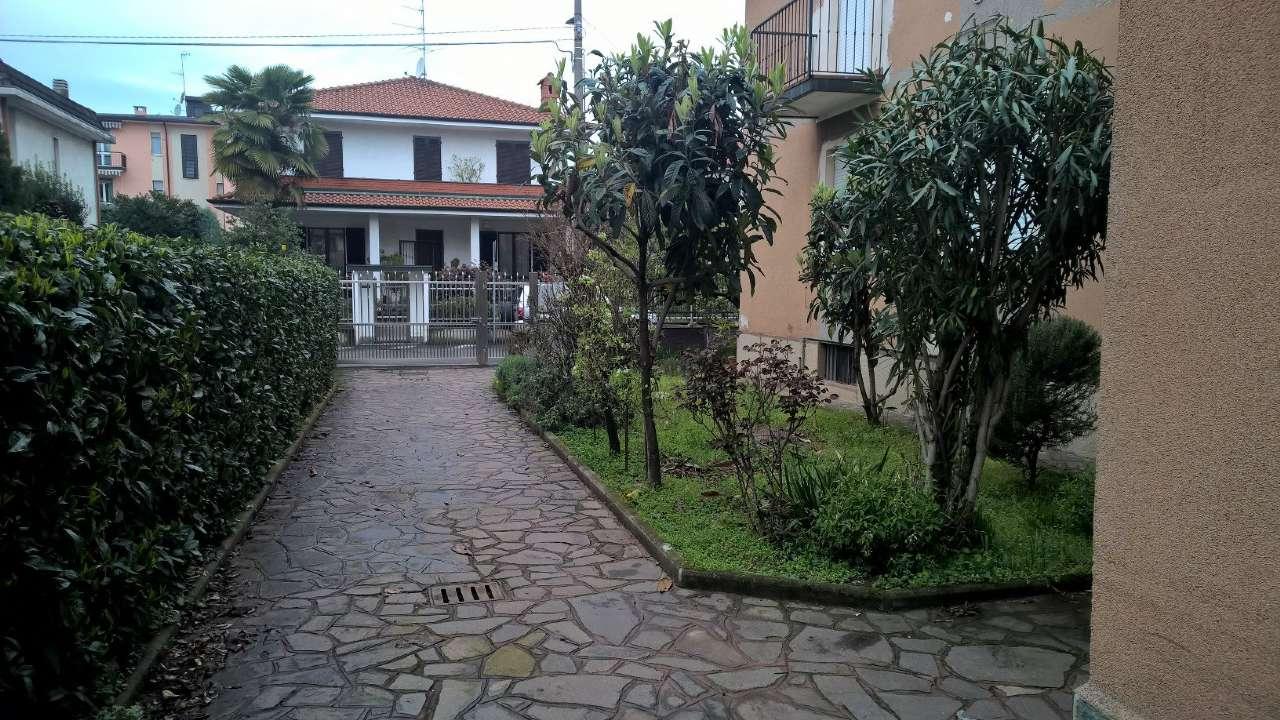 Corbetta zona residenziale, appartamento di due locali arredato, con box e cantina.