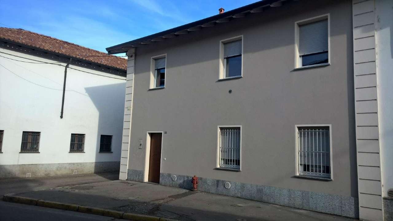 Albairate centro in corte completamente ristrutturata, appartamento di tre locali nuovo mai abitato.