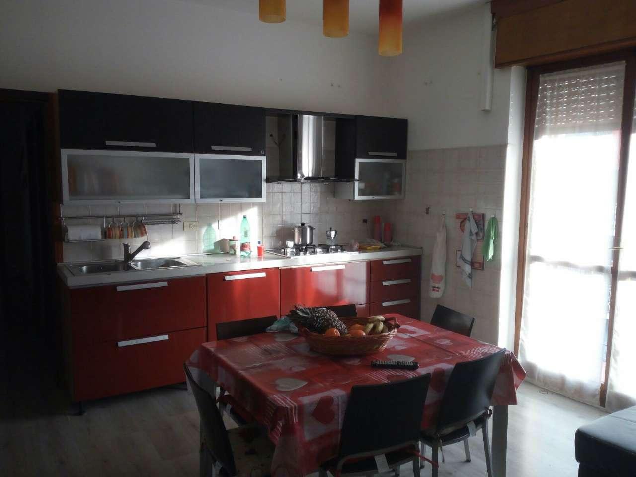 Appartamento in buone condizioni in affitto Rif. 6376172