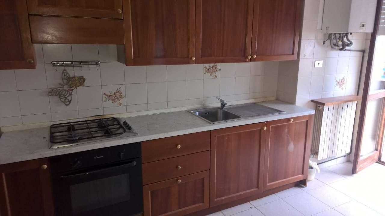Appartamento parzialmente arredato in affitto Rif. 7541065