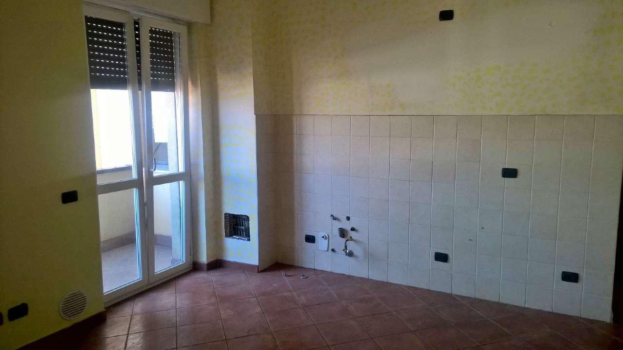 Santo Stefano Ticino attiguo Magneti Marelli, ottimo appartamento di due locali non arredato.