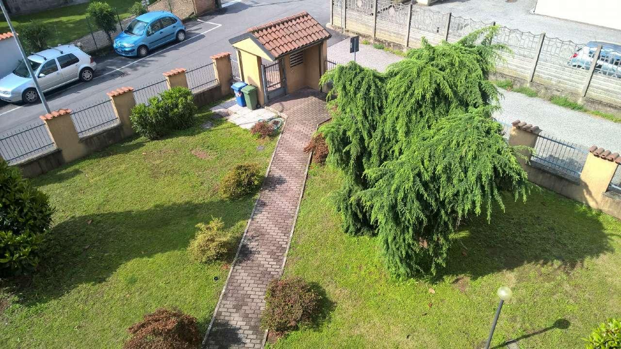 Boffalora Sopra Ticino, ampio appartamento di tre locali non arredato,  con box e cantina.
