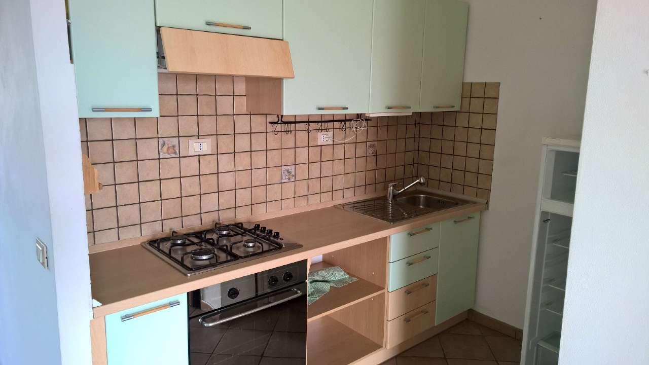 Settimo Milanese in mini palazzina, appartamento due locali, completamente arredato, con cantina.
