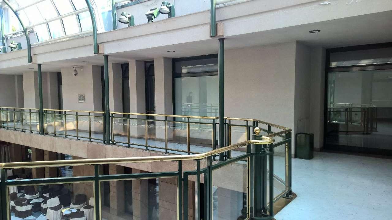 Negozio / Locale in affitto a Magenta, 5 locali, prezzo € 1.335 | PortaleAgenzieImmobiliari.it