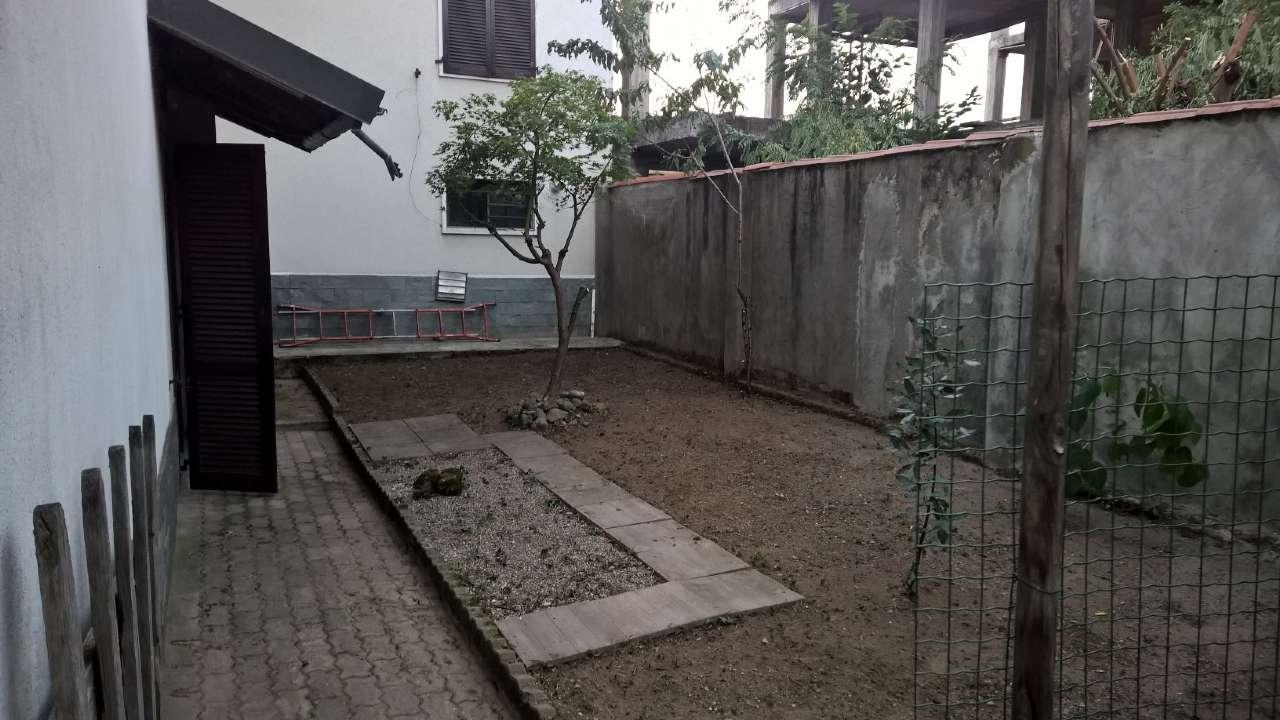 Appartamento in buone condizioni parzialmente arredato in affitto Rif. 7968223