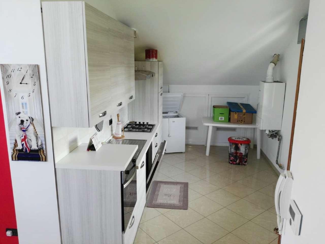 Pogliano Milanese in soluzione indipendente, appartamento di tre locali arredato con cantina.